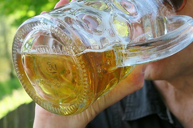 Warum Bier und Co Blähungen verursachen